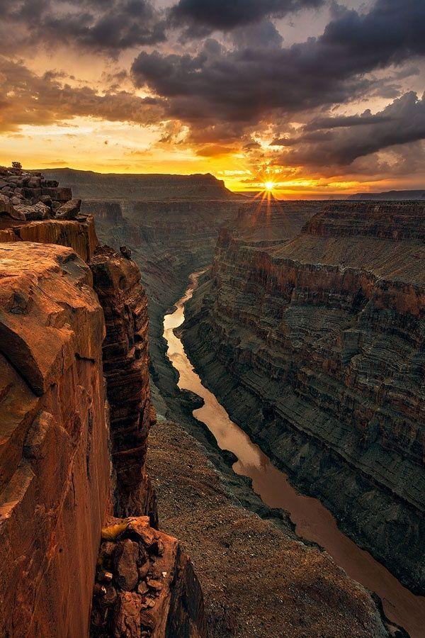 Incrível imagem do Parque Nacional do Grand Canyon, considerado uma das sete maravilhas naturais do mundo.