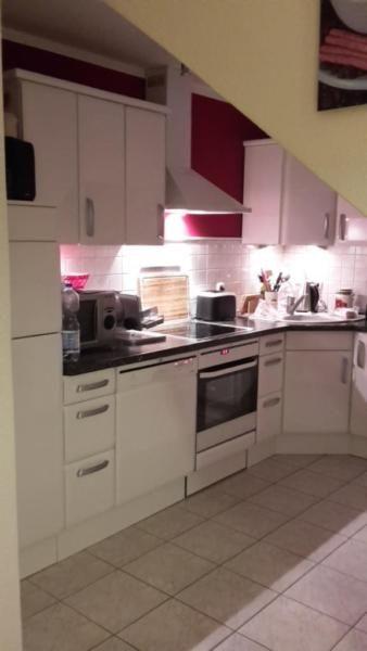 Wir verkaufen unsere Küche in einem guten Zustand.Ursprungspreis: 6.800,00€Sie besteht aus:- Kühlschrank mit Gefrierfach von AEG- Glaskeramik-Kochfeld von AEG- Backofen mit Umluft von AEG mit 3 Auszügen und kl. Schublade (kaum benutzt)- normale Abzugshaube- Geschirrspüler von AEG (60cm)- Keramikeckspüle von Villeroy