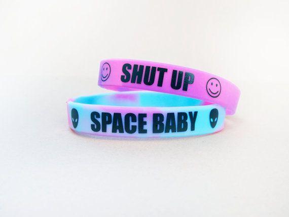 Bracelet pastel Grunge / / Alien Smiley Face Bracelet / / Soft Grunge / / Pastel Goth / / Shut Up Bracelet / / espace bébé Bracelet / / 90 s Hippie