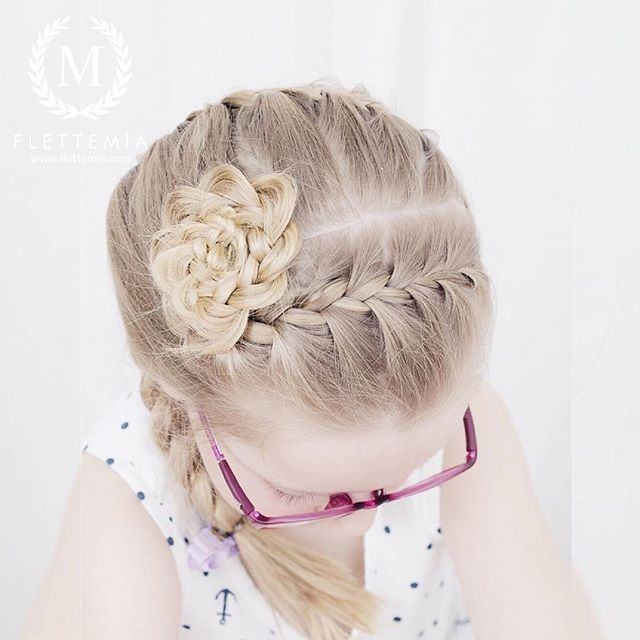 """Fransk flette i front som endte i en blomsterknute  / French braid ending in a flower bun "" Photo taken by @flettemia on Instagram, pinned via the InstaPin iOS App! http://www.instapinapp.com (03/29/2016)"