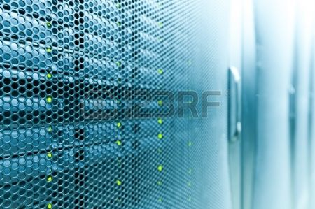 近代的なハイテク インター ネット データ センター ルームをネットワークおよびサーバーのハードウェアとラック行の要約 写真素材