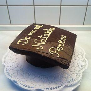 Zur Verteidigung meiner Schwester neulich gab es natürlich auch einenDoktorhut-Kuchen (in Doktorhut-Form, falls man das nicht erkennt ;-...