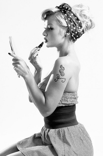 Cute hair bandana 'do @April McClintock I thought of you as soon as I saw this! Great Pin Up pic!!