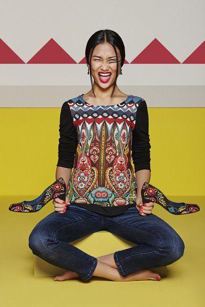 Camiseta étnica de manga larga Desigual. ¡Descubre los prints más románticos de la colección!