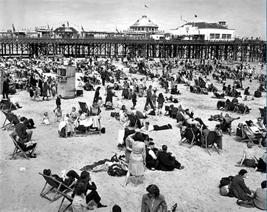 Google Image Result for http://www.sheilazellerinteriors.com/wp-content/uploads/2012/04/Brighton_Beach_-_1948_-_20th_Century_Images-rs550.png