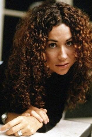 We love Minnie Driver's perfect curls from back in the day! #curlyhair