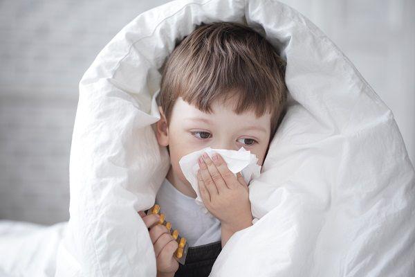 Как быстро избавиться от насморка без лекарств по методу Евгения Комаровского.