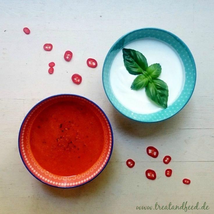 Frische Tomatensuppe - leicht, lecker und vollgepackt mit wertvollen Inhaltsstoffen.| treatandfeed