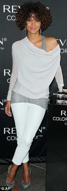 Halle Berry keeps her curls locked in: Actress spruces new tresses for the red carpet | Mail Online