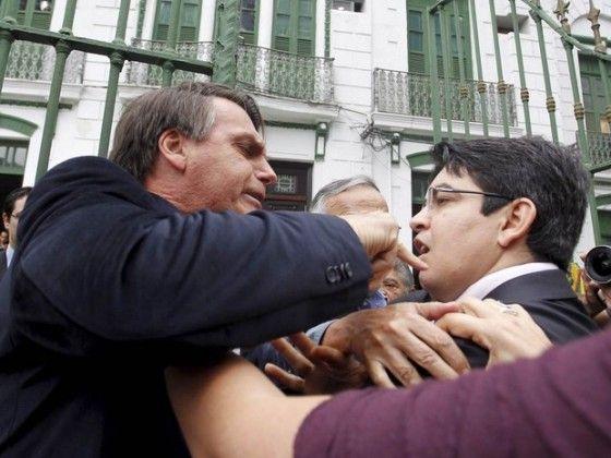 """BOLSONARO VIRA FUNKEIRO E LANÇA: """"SÓ UM TAPINHA NÃO DOI-CODI"""""""