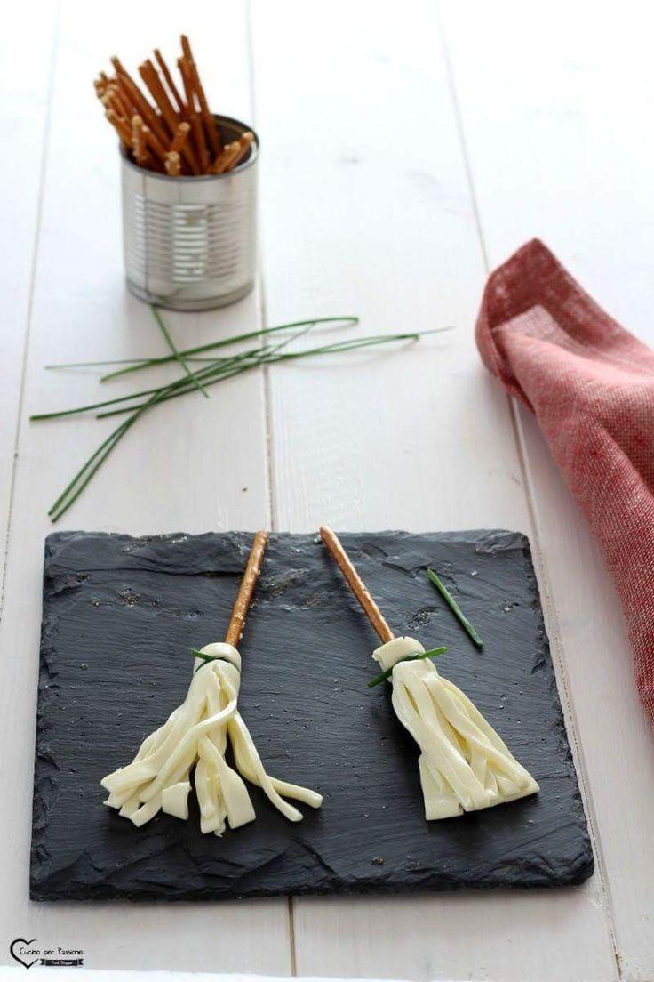 Scope della strega antipasto per Halloween La ricetta la trovate qui ----> http://blog.giallozafferano.it/cucinoperpassione/antipasto-per-halloween/