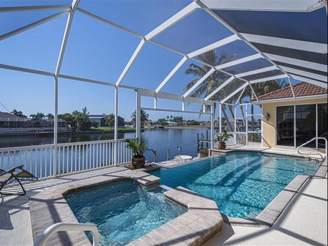 2814 Sw 30th St In 2020 Waterfront Homes For Sale Cape Coral Real Estate Waterfront Homes