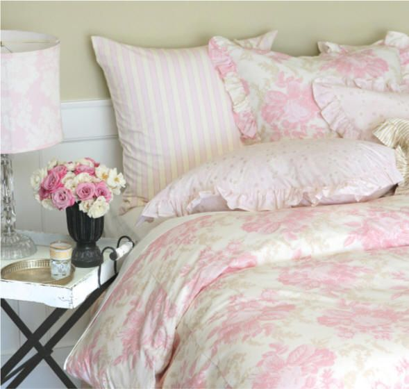 Lovely toile bedding.: Shabby Chic Decor, Decor Style, Soft Pink, Bedrooms Design, Interiors Design, Bedrooms Furniture, Bedrooms Ideas, Shabby Chic Interiors, Shabby Chic Bedrooms