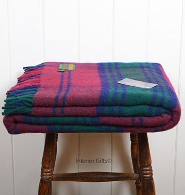 A gorgeous luxury tartan travel blanket from interiorgifts.co.uk! Check out more Create Staff Picks here: https://www.create.net/blog/134129-create-staff-picks-autumn-must-haves.html