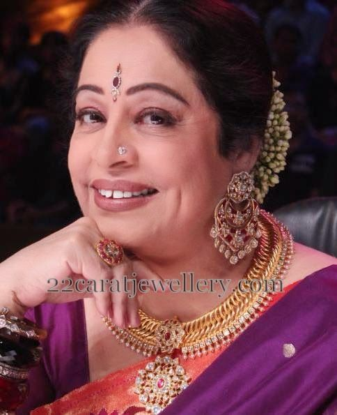 Jewellery Designs: Kirron Kher Anmol Gold Set