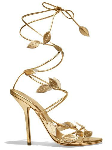 Such a gorgeous design for gold strappy heels #shoes #gold