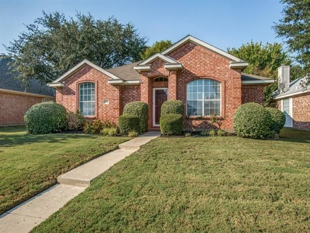 The #ListingOfTheDay is this gorgeous single story home in sought-after #Frisco location. Manicured lawn, great open floor plan, & abundant natural light.9904 BELFORT DRIVE, FRISCO, TX 75035 – 'bit Southern Realty Group   eXp Realty
