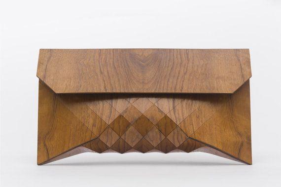 La main pochette extra-large construit à partir de bois imbuia 100 %. Larbre peut être trouvé au Brésil et est maintenant extrêmement rare. Un