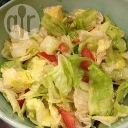 Eisbergsalat mit Tomaten und Gurke @ de.allrecipes.com