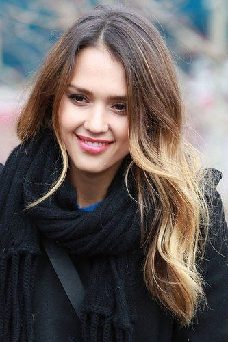 Even off duty Jessica Alba's hair is divine!