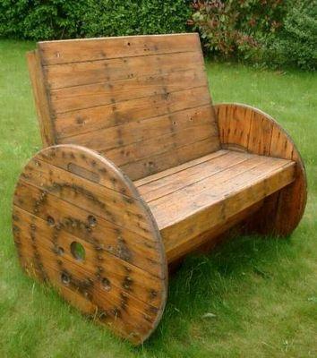 un touret bobine de chantier transform en banc avec des. Black Bedroom Furniture Sets. Home Design Ideas