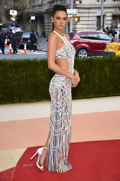 Kendall Jenner Photos - 'Manus x Machina: Fashion In An Age of Technology' Costume Institute Gala - Arrivals - Zimbio