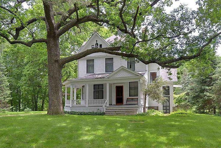 1901 Queen Anne - Oconomowoc, WI - $935,000 - Old House Dreams