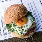 Hamburger met ei en 4 kruiden - recept - okoko recepten
