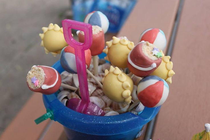 Beach cake pops - sun, sand and fun!