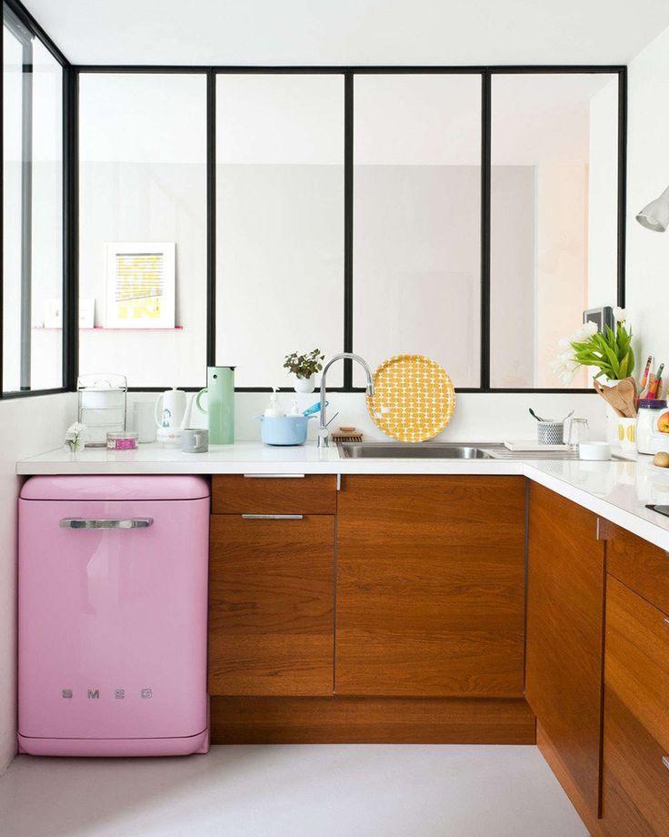 woonhome-cream-pastel-kleurrijke-keuken-retro-roze-koelkast