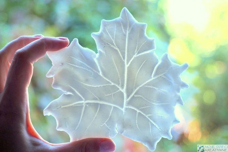 liście z zimnej porcelany, przepis na zimną porcelanę bez gotowania, masa porcelanowa, DIY, jesienne dekoracje, kreatywnie, prace plastyczne.