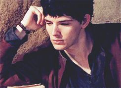 """How to be a model without even trying; a guide by Merlin."" gif Tumblr"