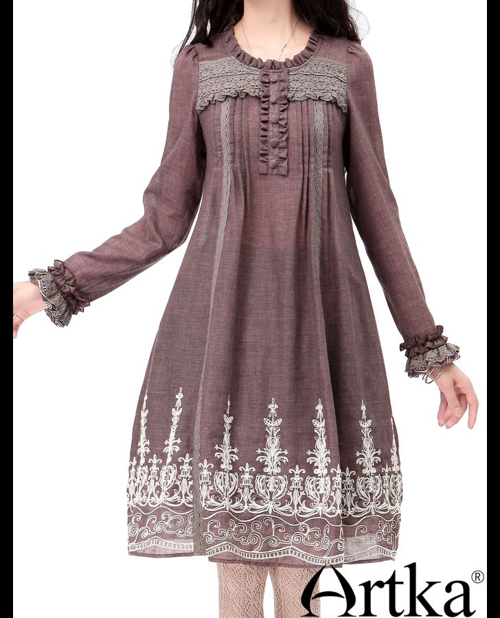 Платья : Приталенное платье с завышенной талией, с кружевом, вышивкой