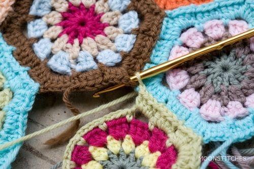 Technique :: Good photo tutorial on joining hexes as you go   . . . .   ღTrish W ~ http://www.pinterest.com/trishw/  . . . .   #crochet #hexagon #JAYG