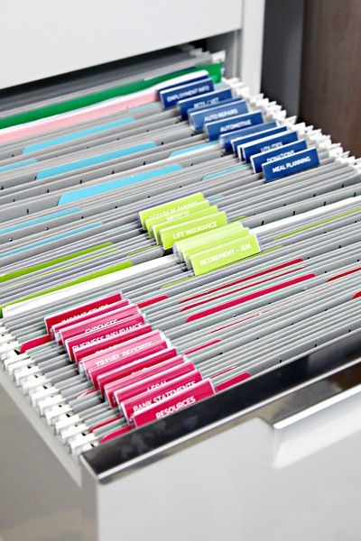 Love the colour coding and tidiness of this filing system. Note the affect that none of the files are overflowing has on the eye.