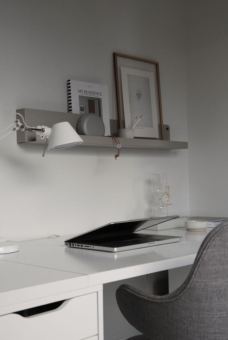 Workspace with Muuto Folded shelve © elisabeth heier