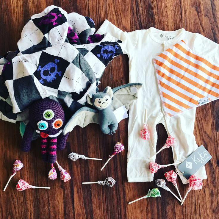 Get your little one Halloween ready at the Shoppe!    http://www.nappyshoppe.com/haba-haba-finger-puppet-bat.html