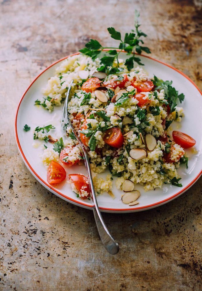 Una ricetta fresca e leggera: #insalata di #tabbouleh con #pomodorini tagliati a metà, prezzemolo e #menta tritati, scaglie di #mandorle, succo di #limone, olio evo, sale e pepe. #summer #salad #vegan #recipe