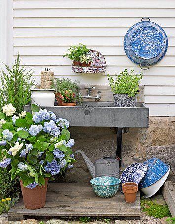 Country Living MagazineFarmhouse Decor, Gardens Ideas, Gardens Sinks, Pots Tables, Potting Benches, Outdoor Gardens, Outdoor Sinks, Pots Benches,  Flowerpot