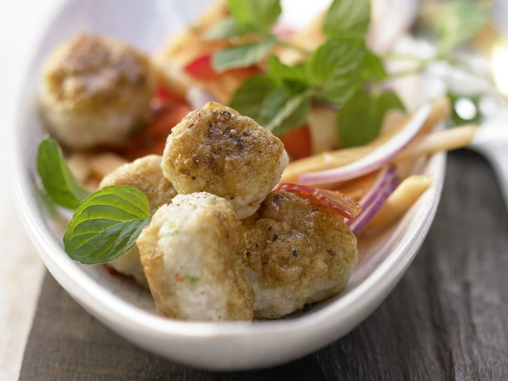 Thai-Garnelenbällchen - mit Papaya-Paprika-Salat - smarter - Kalorien: 199 Kcal - Zeit: 40 Min. | eatsmarter.de