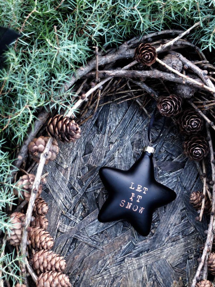 Julekrans i sort, grønt og brunt