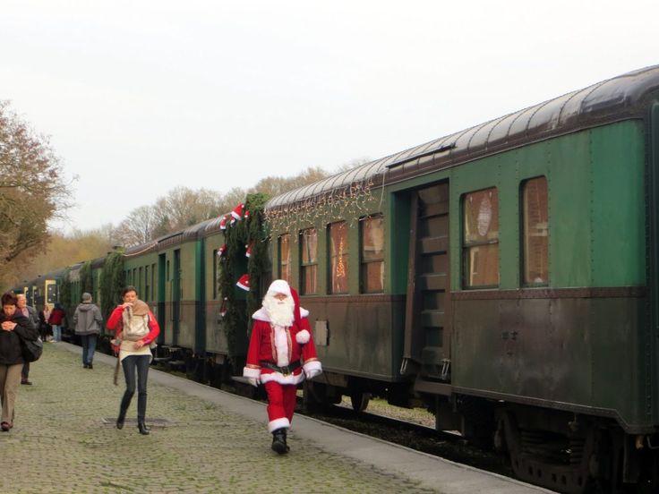 En Belgique, le train de Noël du Chemin de fer à vapeur des Trois Vallées.
