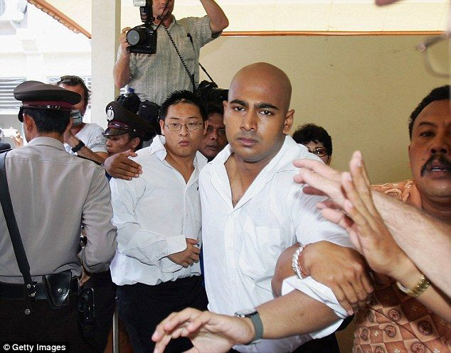 Bali Nine duo Myuran Sukumaran and Andrew Chan executed by firing squad | Daily Mail Online