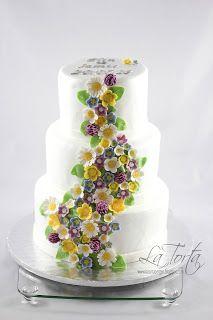 La Torta: Bryllupskake med markblomster