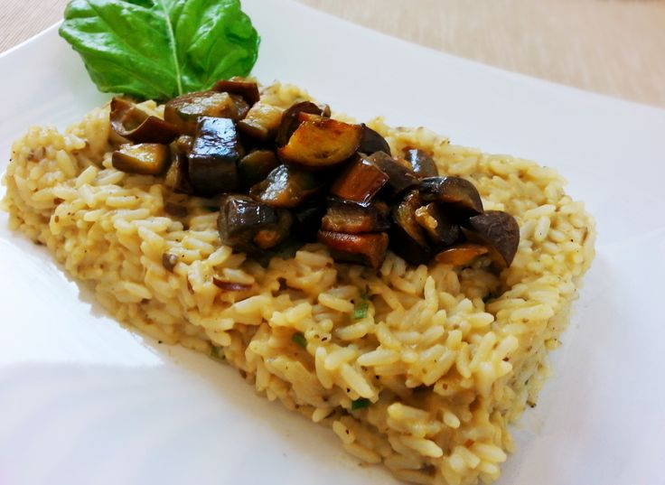 Risotto alle melanzane http://www.lovecooking.it/primi-piatti-e-risotti/risotto-alle-melanzane/