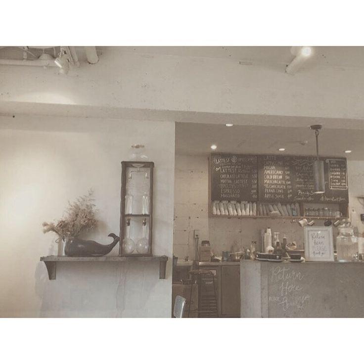 表参道にある とあるカフェ 店員さんの雰囲気がgood   #lattest #coffee