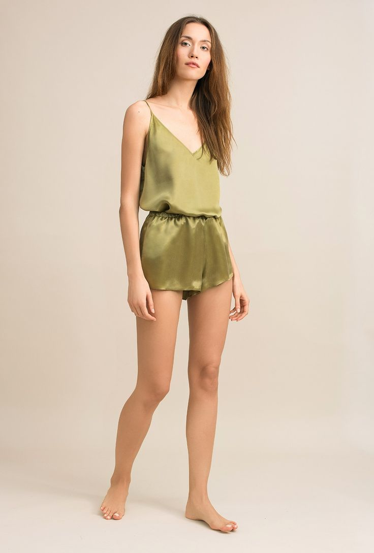 Double V-neck top in cupro sandwashed satin Ivy olive - MOYE homewear