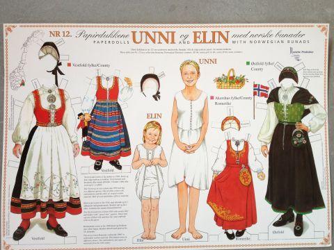 Papirdukkene Unni og Elin med bunader fra Vestfold, Akershus(Romerike) og Østfold.