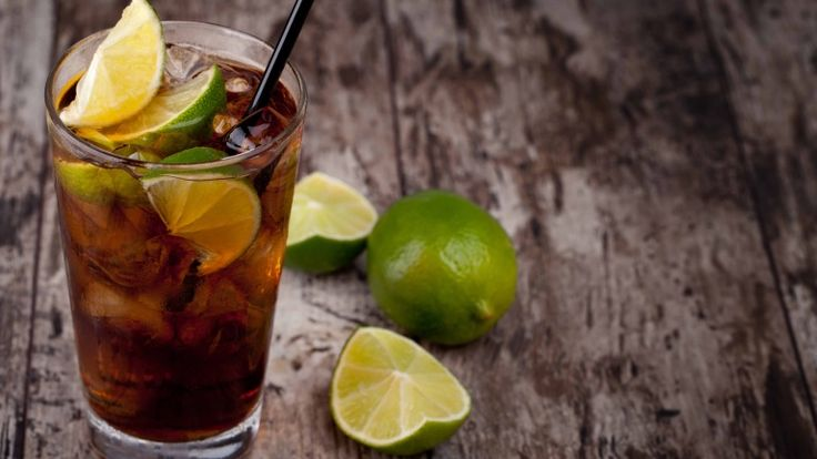 Coca e Rum, Cuba Libre cocktail, ricetta cocktail con rum, cola e lime