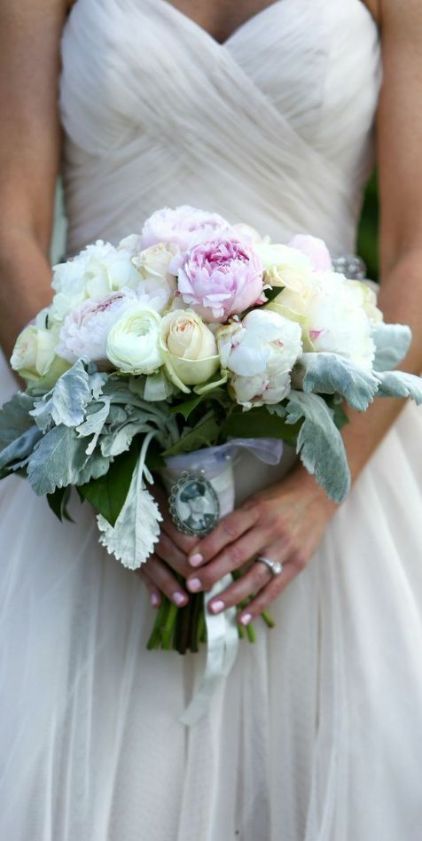 Featured Photographer: Marie Labbancz Photography; Wedding bouquet idea.